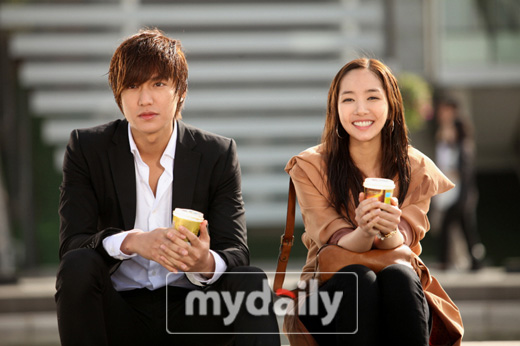 http://bisikbisikartis.files.wordpress.com/2011/08/lee-min-ho-park-min-young.jpg