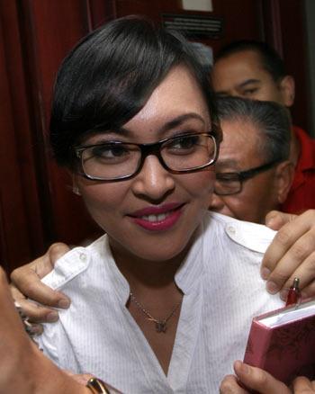 Angie Antar Zahwa Periksa Gigi | Bisik Bisik Gosip Artis ...